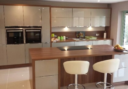 Xeno Champagne High Gloss Kitchen – Sandy, Bedfordshire
