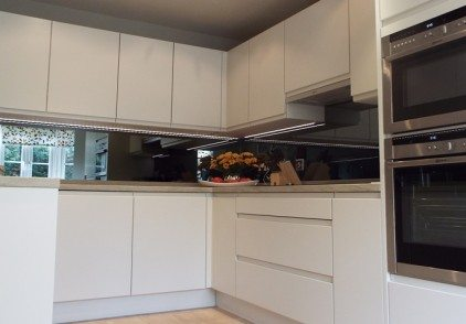 Contemporary Burbidge Kitchen – Brentford, London