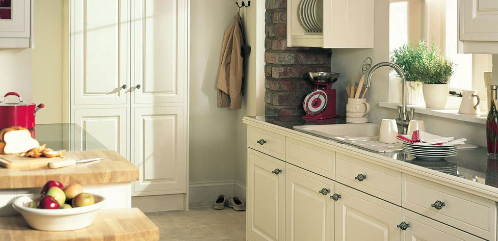 Buxton Alabaster, a Classic English Kitchen from iHome Kitchens