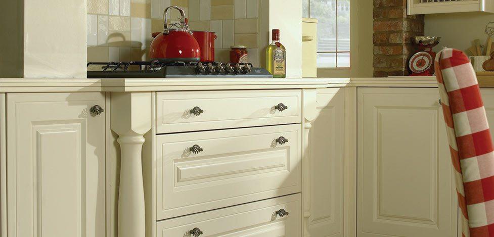 buxton-alabaster-classic-english-kitchen-ihome3